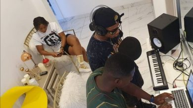 Yemi Alade Hints Of An Upcoming Song With Ghanaian Singer, Kidi (Photos)